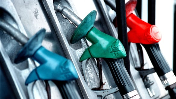 Petrol prices set to fall over long weekend