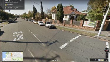 Google street view showing Bell Street in August 2013 before the yellow line was installed.