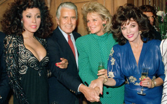 Dynasty's Diahann Carroll, John Forsythe, Linda Evans and Joan Collins cut a cake to commemorate 150 episodes in 1986.