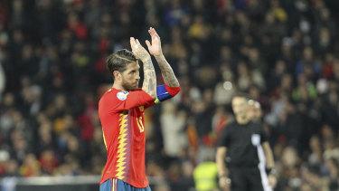 西班牙选手塞尔吉奥·拉莫斯在对阵挪威队的第二个进球后进球庆祝。