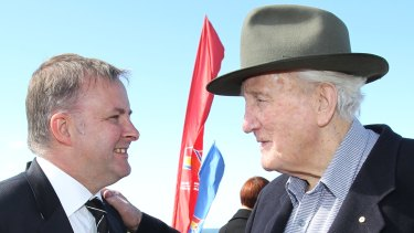Anthony Albanese with the late Labor politician Tom Uren in 2010.