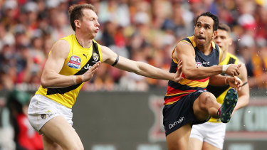 Eddie Betts snaps at goal for the Crows under pressure from Tigers defender Dylan Grimes in the 2017 grand final.