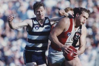 St Kilda's Tony Lockett tries to break clear of Geelong defender Ken Hinkley in 1991.