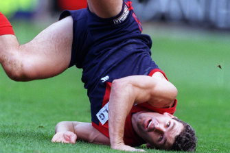 Melbourne's Shaun Smith hits the ground after attempting a mark in 1998.