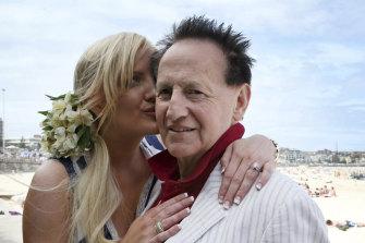 Geoffrey Edelsten with his then fiancee Brynne Gordon at Bondi Beach in 2009.