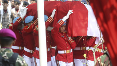Indonesian soldiers carry the coffin of former president Bacharuddin Jusuf Habibie during the funeral service at Hero's cemetery Kalibata in Jakarta.