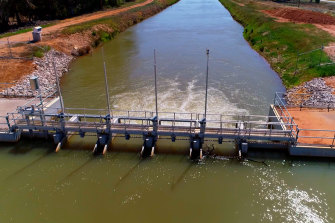 Current water policies have failed Australia, a consultancy director says.