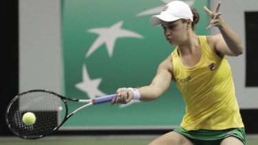 Ashleigh Barty has led Australia to a Fed Cup win over the US.