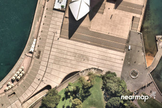 Nearmap shares dropped more than 7 per cent on Thursday before going into a trading halt after the Beijing-based J Capital alleged the aerial mapping provider Nearmap has been hiding a poor performance in its crucial US market.