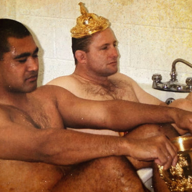 Toutai Kefu (left) and Dan Crowley take a bath after the Wallabies' 1999 Rugby World Cup Victory.