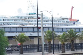 Cruise ship MS Artania which docked in Fremantle on Friday after news came to light that passengers and crew had contracted COVID-19, displayed a sign saying 'Thank you Fremantle' on Saturday.