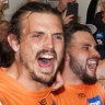 Davis the hero, Deledio heartbroken as Giants soak in stunning feat