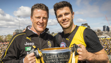 Damien Hardwick and Trent Cotchin with the 2019 premiership cup.