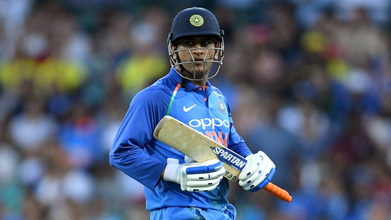 MS Dhoni was unable to review his lbw call.