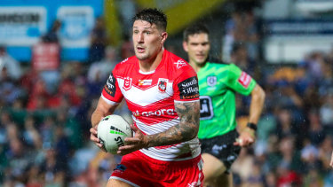 At sixes and sevens: Gareth Widdop is playing at fullback, but needs to move back to the halves.