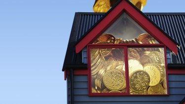 Banks are increasingly competing for customers by cutting variable rates for new borrowers.