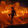 Queensland fire battles to continue as thousands displaced