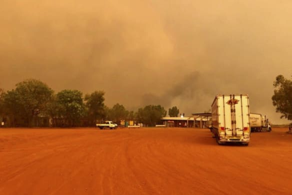 Port Hedland to Broome highway closed as fire approaches roadhouse, mine camp