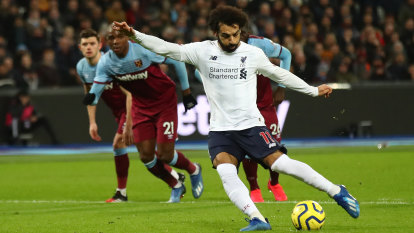 LONDON, ENGLAND - JANUARY 29:  Mohamed Salah of Liverpool scores from the penalty spot during the Premier League match between West Ham United and Liverpool FC at London Stadium on January 29, 2020 in London, United Kingdom. (Photo by Julian Finney/Getty Images)