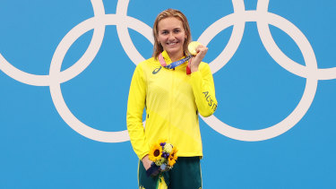 Ariarne Titmus poses with the gold medal for the women's 200m freestyle Final on day five of the Tokyo 2020 Olympic Games.