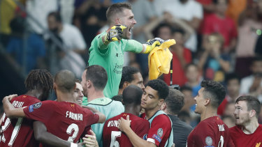 Adrian proved the hero as Liverpool claimed the Super Cup between winners of last season's European competitions.