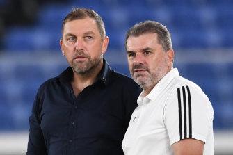 Peter Cklamovski and his long-time mentor, Ange Postecoglou, after a match between Shimizu S-Pulse and Yokohama F. Marinos.