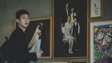 Choi Woo-shik contemplates a more prosperous life in Parasite.