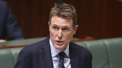 Labor to push for privileges committee to investigate Porter donations