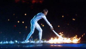 Ahem, we have a technical problem ... never fear. Cathy Freeman ignites the Olympic flame on September 15, 2000.