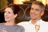 Julie Roberts and George Clooney in Oceans 12.