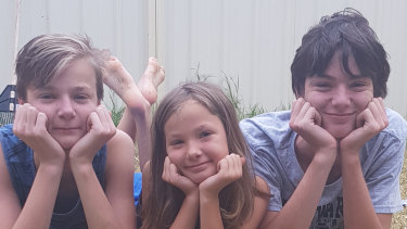 Jewel  with her brothers  Nathaniel (left), and  Seth.