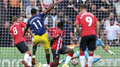 Chelsea too strong for Arsenal in London derby, Manchester United draw at Southampton