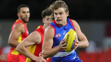 Bailey Smith assesses his options against the Gold Coast Suns.