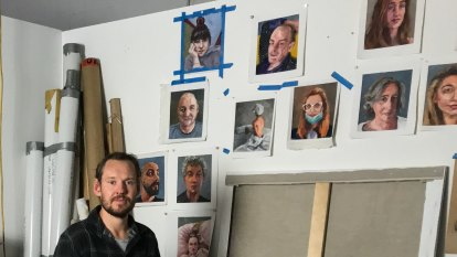 Selfie-motivated artist pictures model citizens