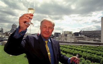 """Terence Conran celebrates the opening of his new restaurant """"Coq d'Argent"""" in London, 1998."""