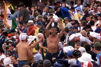 Hostile reputation: In 2000, members of the SCG crowd in blackface and turbans during the third Test between Australia and India.