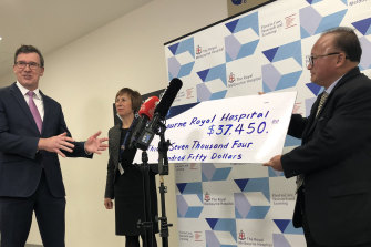 Federal minister Alan Tudge (left) was presented with a donation by Di Sanh Duong (right) last year.