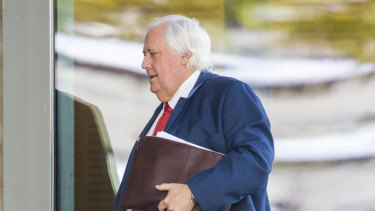 Clive Palmer has been given a dressing-down by the judge at the trial into the collapse of Queensland Nickel after he missed most of the first two days.