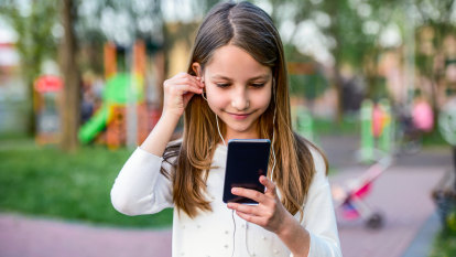 Panicking about your kids and their phones? New research says don't.