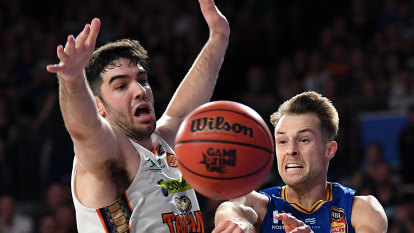 Bullets thrash Cairns in front of sold-out crowd to cling to finals hopes