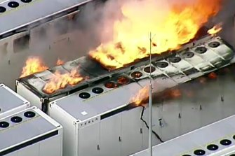 Emergency services issued hazard warnings for nearby residents after Neoen's Tesla battery near Geelong caught fire.