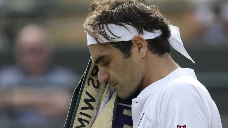 Defending champion Federer crashes out of Wimbledon