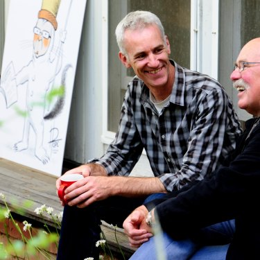 David Pope chats with former Canberra Times cartoonist Geoff Pryor.