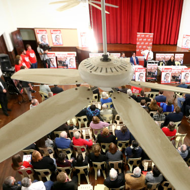 Bill Shorten addresses a crowd at Armadale Town Hall in Western Australia.
