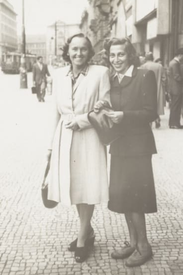 Hedy Zahalka, right, and her friend in Czechoslovakia in 1947.