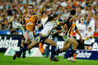 That pass: Benji Marshall flicks the ball inside to Pat Richards during the 2005 grand final.