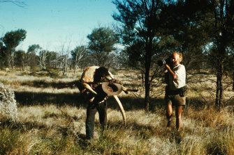 Ian Dunlop films Shorty Bruno near Yayayi, Northern Territory, in 1974.
