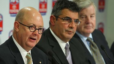 The former AFL boss (center) will advise the NBL.