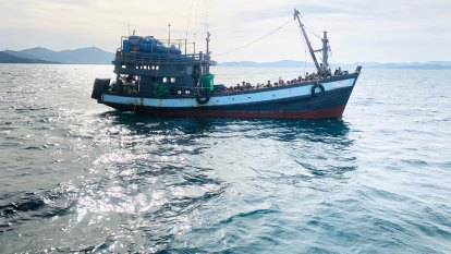 Australia resisting talks to save Rohingya refugees stranded at sea