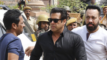 Salman Khan, centre, arrives to appear before a court in Jodhpur, Rajasthan, on Thursday.